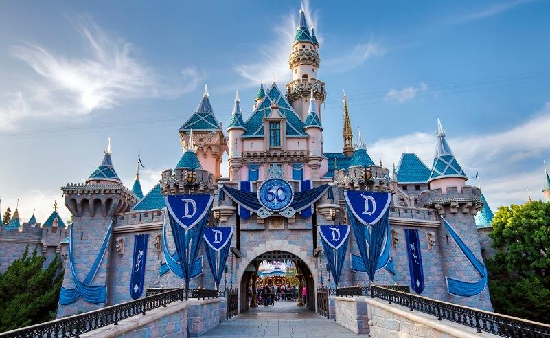 Pembukaan Disneyland Resort California Diundur