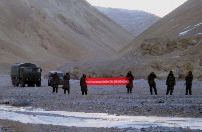 Militer India-Tiongkok Saling Lempar Batu di Himalaya
