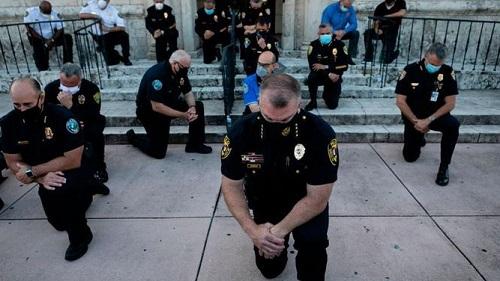 Gelombang Pengunduran Diri Polisi AS