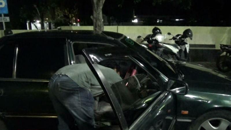 Dikira Pencuri Mobil, Ternyata Orang Gila