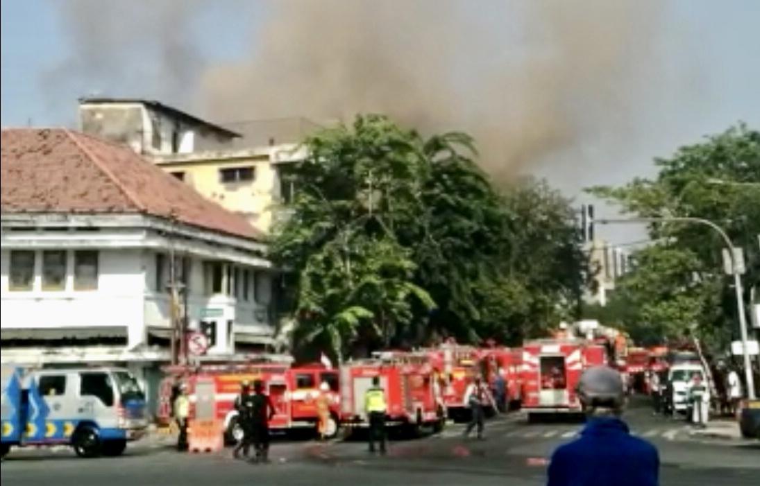 Kebakaran toko elektronik di Jl Kranggan Surabaya