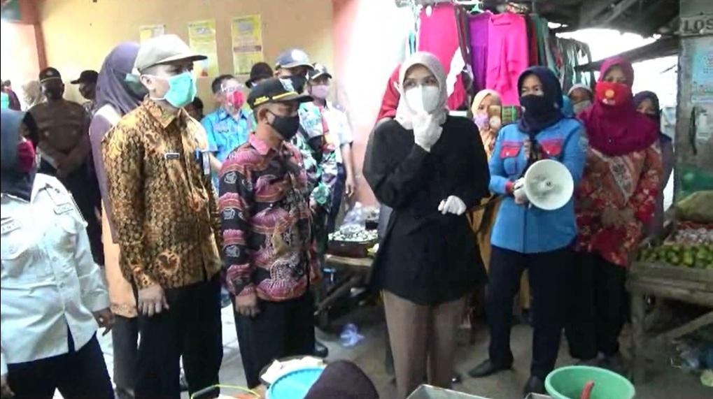 Bupati Probolinggo Pimpin Razia Masker