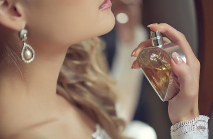 Hindari Menyemprotkan Parfum di Ketiak