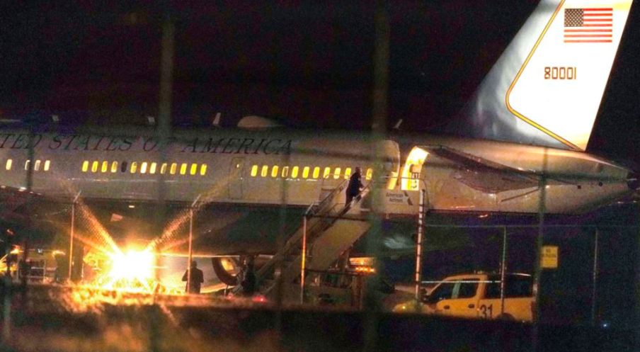 Pesawat Wapres AS Mendarat Darurat