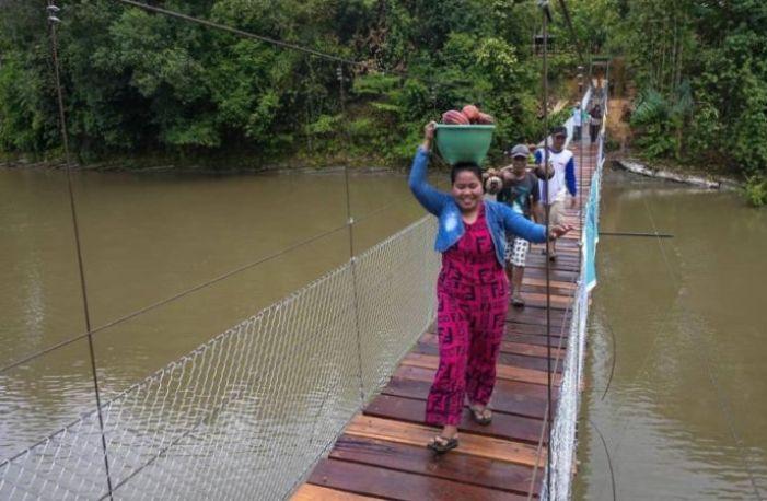 Mengabdi Lewat Ekspedisi 1.000 Jembatan Gantung (1)