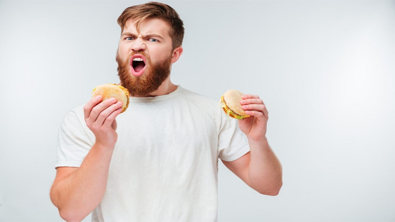 Efek Sering Makan Sambil Berdiri