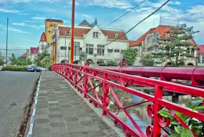 Mengenang Sejarah Jembatan Merah